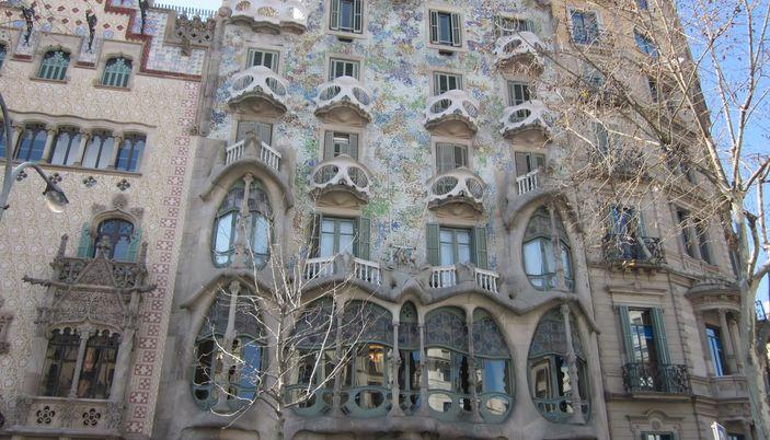 Barcelona foundation caixa la pedrera la pedrera for Oficina caixa catalunya barcelona