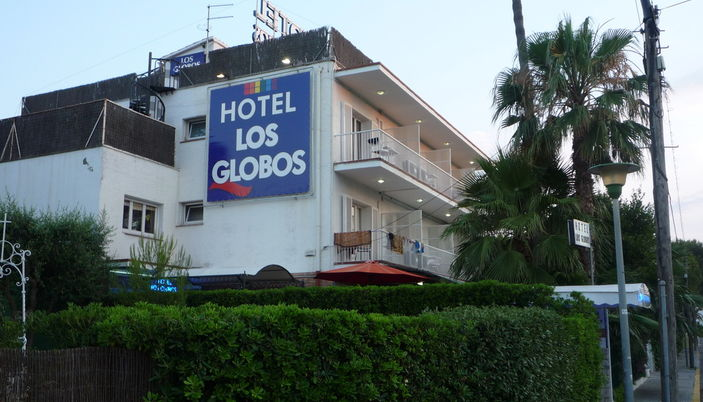 is sitges a gay resort