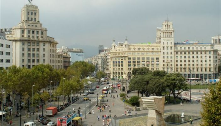 pla a catalunya square of catalonia in barcelona. Black Bedroom Furniture Sets. Home Design Ideas