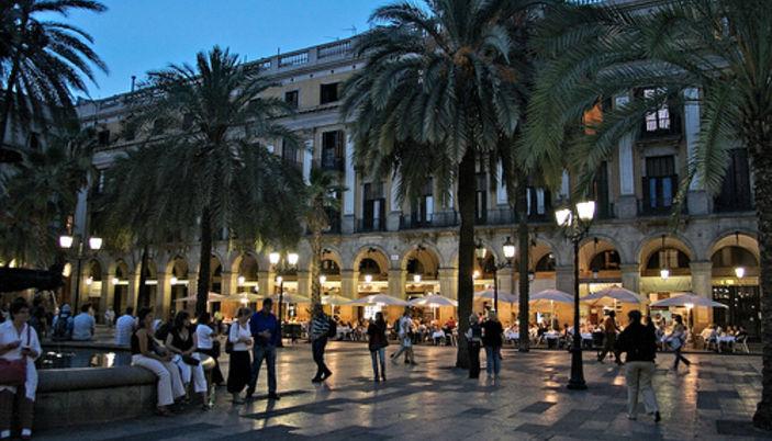 La Place Royale à Barcelone- Plaça Reial à Barcelone