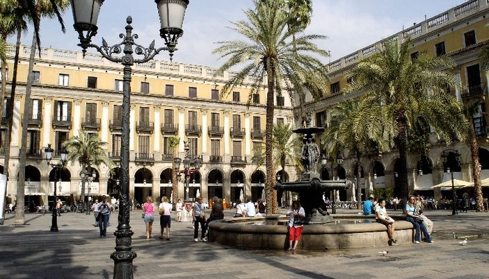 Royal square pla a reial in barcelona spain for Hotel plaza barcelona