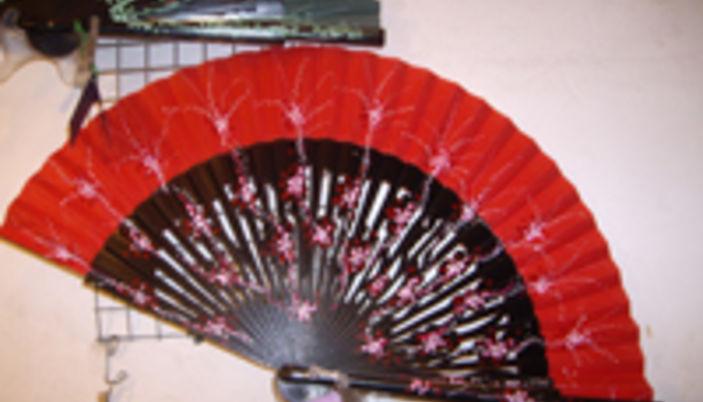 Kitsch negozio di ventagli a barcellona for Ventagli spagnoli in legno