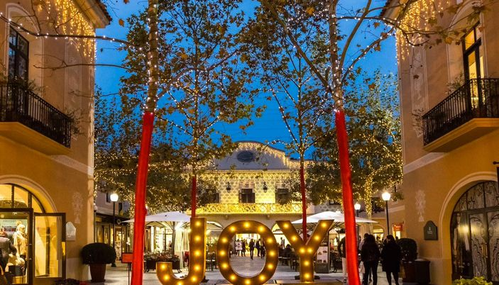 La roca village 130 outlets in the same place in barcelona for Sat roca barcelona