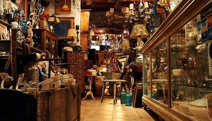 Petits encants antique shop in barcelona - Encantes barcelona ...