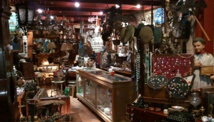 Petits encants antiguedades en barcelona - Mercado antiguedades barcelona ...