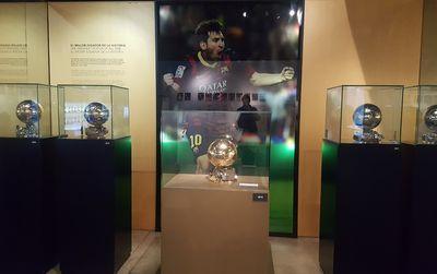 Musée du Camp Nou : Les 6 Ballons d'Or de Messi