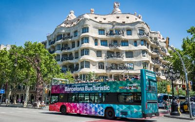Autobús turístico Hop-On Hop-Off + billetes Casa Milà