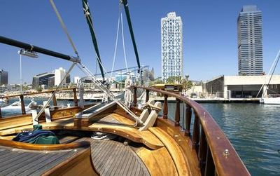 Wooden Boat Cruise : Into The Blue